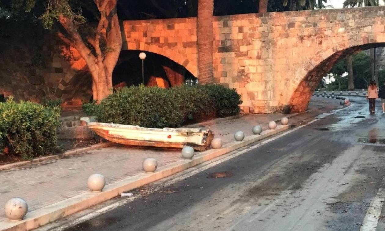 Σεισμός Κως: Οι βάρκες βγήκαν στη στεριά – Συγκλονιστικές εικόνες μετά το τσουνάμι