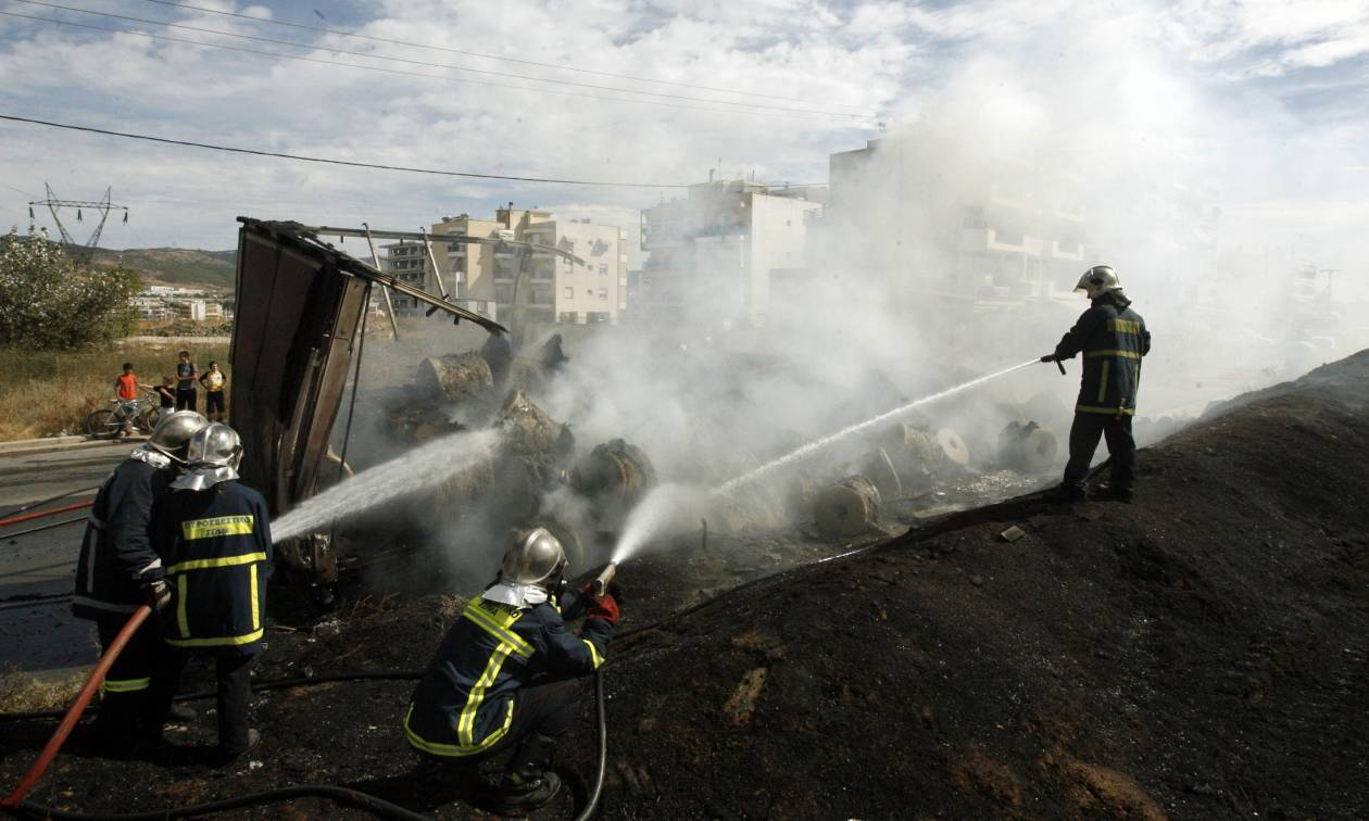 Πάτρα: Φορτηγό έπιασε φωτιά εν κινήσει