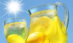 Πανεύκολη και light σπιτική λεμονάδα