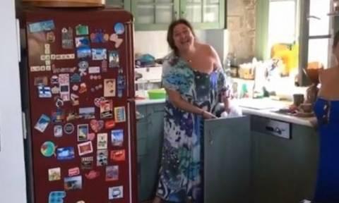 Ελισάβετ Κωνσταντινίδου: Θα πάθετε πλάκα με το «μαγευτικό» σπίτι της στην Αίγινα