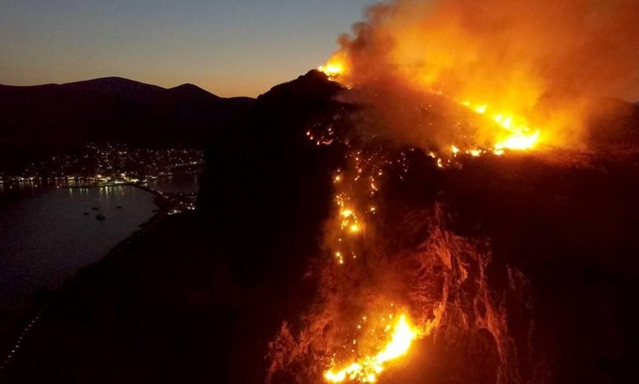 Φωτιά στο κάστρο της Μονεμβασιάς (pics-video)