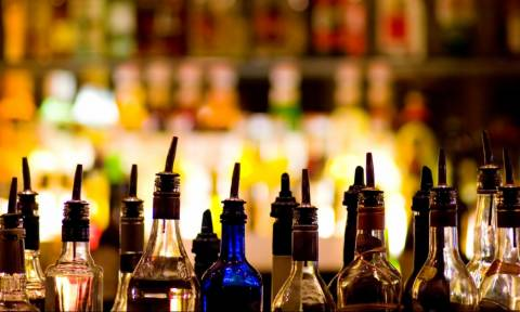 «Έπνιξαν» Αττική, Κρήτη, Ζάκυνθο και Κέρκυρα με ποτά «μπόμπες» - Στα χέρια της αστυνομίας 22 άτομα