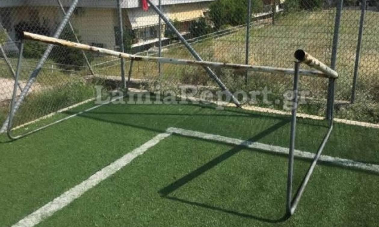 Λαμία: Σοβαρά τραυματισμένος ο 12χρονος που καταπλακώθηκε από τέρμα (photos)