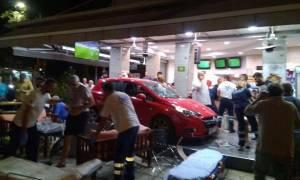 Απίστευτο περιστατικό με τραυματίες στη Θεσσαλονίκη: Όχημα «μπούκαρε» σε καφετέρια! (pics+vid)