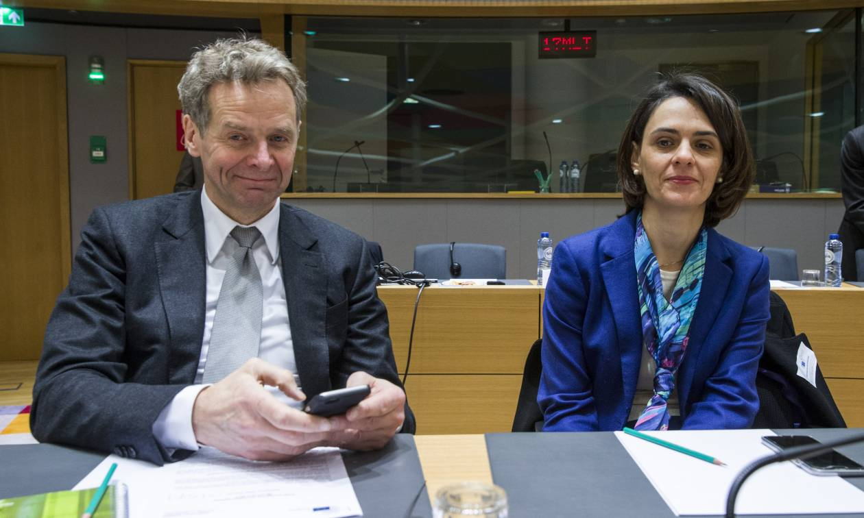 ΔΝΤ και Βελκουλέσκου καλούν Τσίπρα: Κόψε συντάξεις, αύξησε φόρους