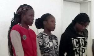 Σοκ από την υπόθεση βιασμού ενός ιερέα από τρεις γυναίκες