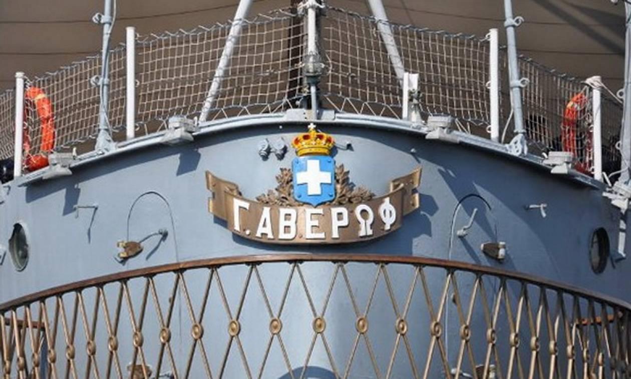 Στη βάση του στο Άλσος Ναυτικής Παράδοσης επέστρεψε το θρυλικό θωρηκτό «Αβέρωφ»