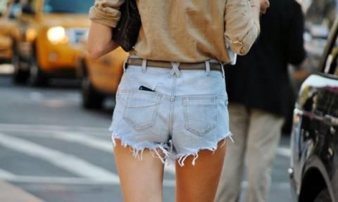 Οδηγός Αγοράς: 10 jean shorts για καυτές καλοκαιρινές εμφανίσεις