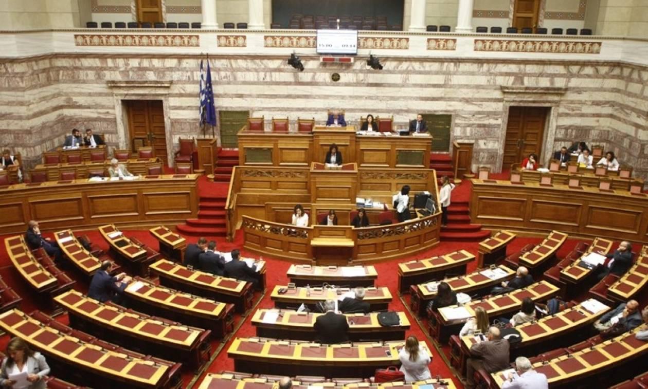 Βουλή - Νομοσχέδιο ΥΠΟΙΚ: «Τσουνάμι» τροπολογιών καταγγέλλει η αντιπολίτευση