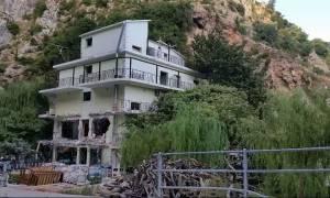 Ένταση στη Χιμάρα: Γκρεμίζουν κτήρια της ελληνικής μειονότητας (vid)