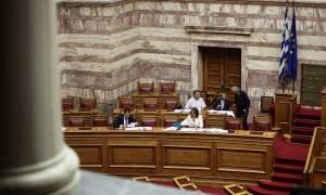 Βουλή – Νομοσχέδιο ΥΠΟΙΚ: Αποχώρησε το ΚΚΕ καταγγέλλοντας «βιομηχανία τροπολογιών»