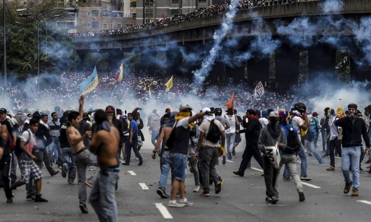 Λουτρό αίματος στη Βενεζουέλα: Πέμπτος νεκρός κατά τη διάρκεια της 48ωρης απεργίας (Vids)