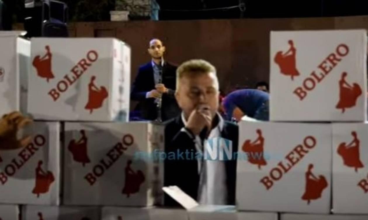 Απίστευτες εικόνες: «Έχτισαν» τον τραγουδιστή με σαμπάνιες σε πανηγύρι στη Ναυπακτία! (vid)