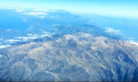 Κοιτάζοντας από ψηλά τον Ψηλορείτη και τα Λευκά Όρη (video)