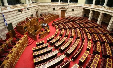 Βουλή - Οργή στη ΝΔ: Αποχώρησαν οι βουλευτές μετά τη «θύελλα» των τροπολογιών