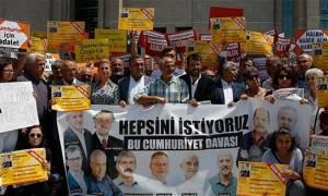 Τουρκία: Αποφυλακίστηκαν επτά δημοσιογράφοι της Cumhurriyet