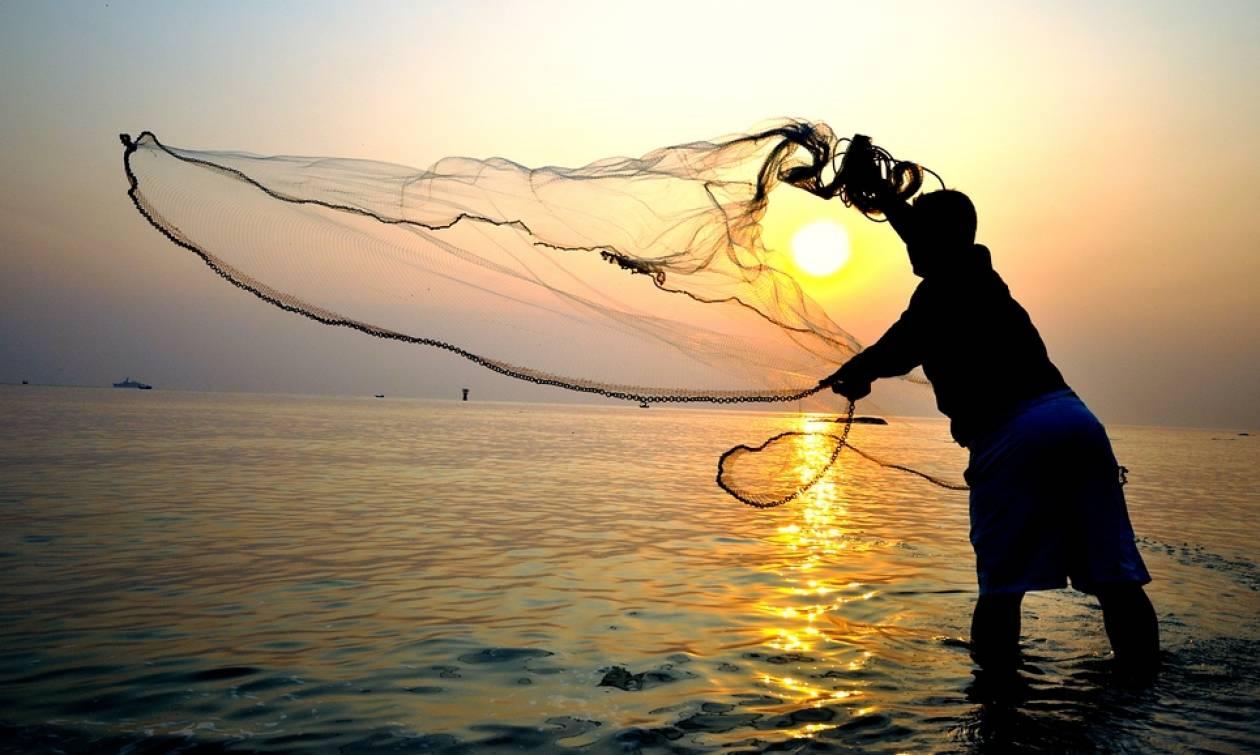 Τρόμος στις ελληνικές θάλασσες – Έπαθαν σοκ δύο ψαράδες με αυτό που έπιασαν στη Λήμνο (pics)