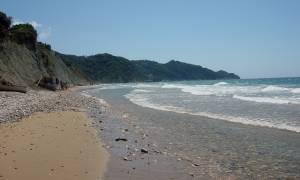Κέρκυρα: Πήγαν στην παραλία του Αρίλλα και φεύγοντας άφησαν ένα έργο τέχνης! (pics)