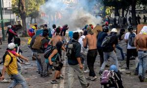 Αίμα και βία στη Βενεζουέλα: Στο χάος βυθίζεται η χώρα - Τέσσερις νεκροί