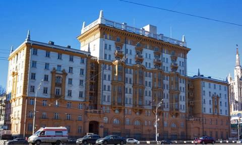 Россияне спешат оформить визы в США за полгода, опасаясь задержек на фоне высылки дипломатов