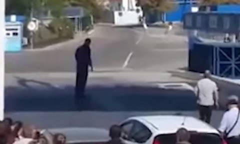 Απίστευτο βίντεο: Πανικός μέσα σε πλοίο - Επιβάτης μπήκε στο αυτοκίνητο και...