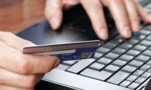 «Γονατίζουν» οι Έλληνες: Πληρώνουμε φόρους φορτώνοντας κάρτες με νέα «φέσια»