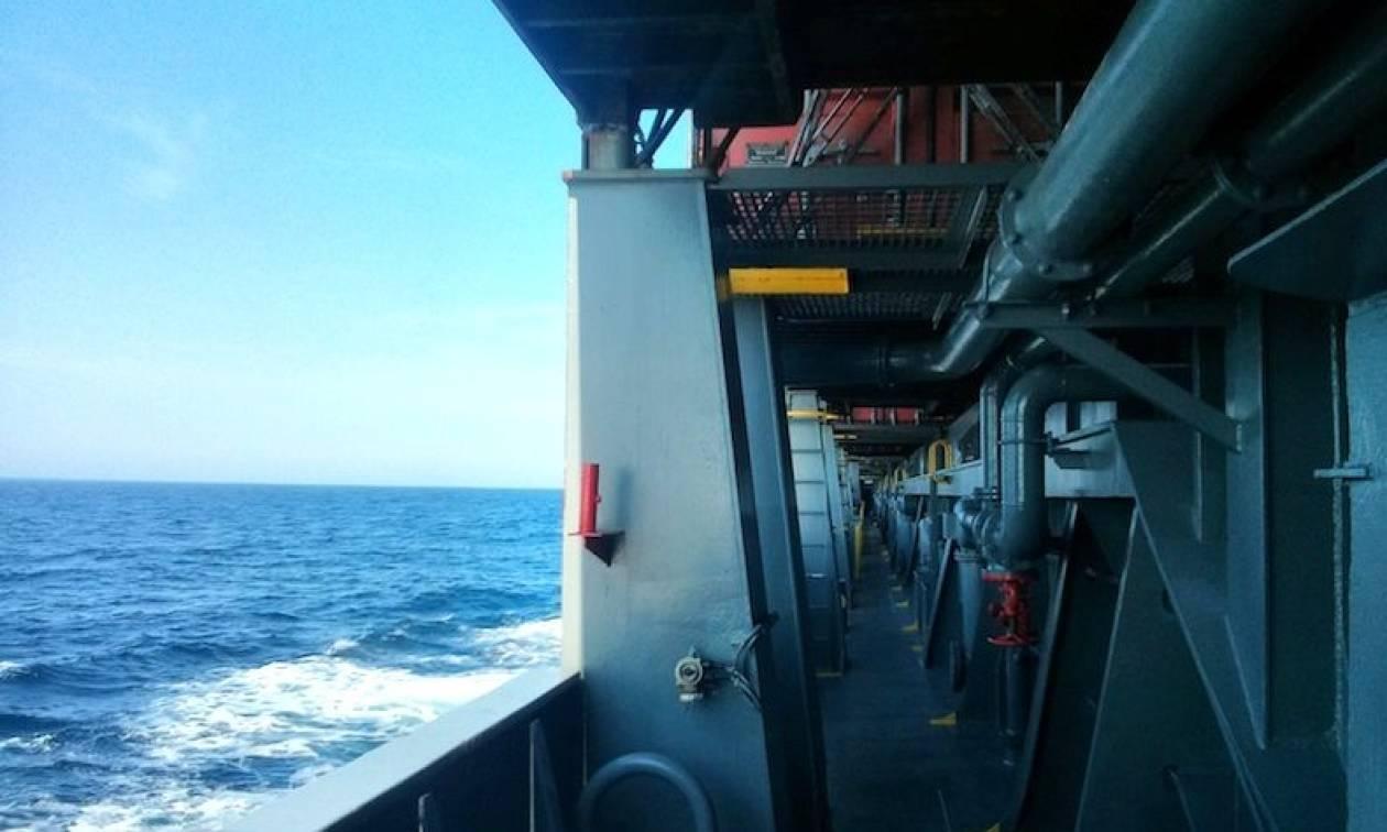 Απίστευτο περιστατικό μέσα σε πλοίο - Δείτε τι έκανε επιβάτης και όλοι έπαθαν σοκ! (vid)