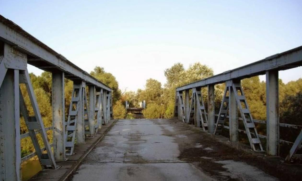 Κατεδαφίζεται η παλιά γέφυρα του Αξιού