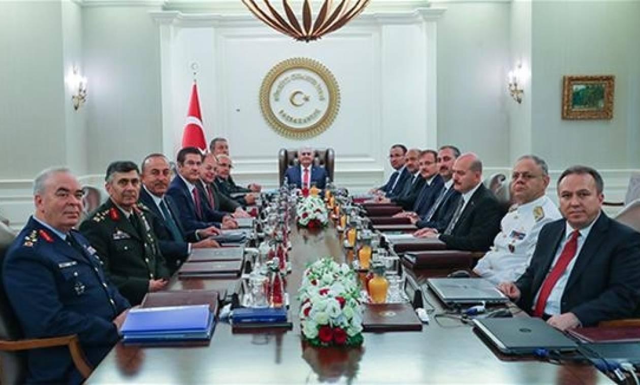 «Ξηλώνονται» οι αρχηγοί των ενόπλων δυνάμεων στην Τουρκία