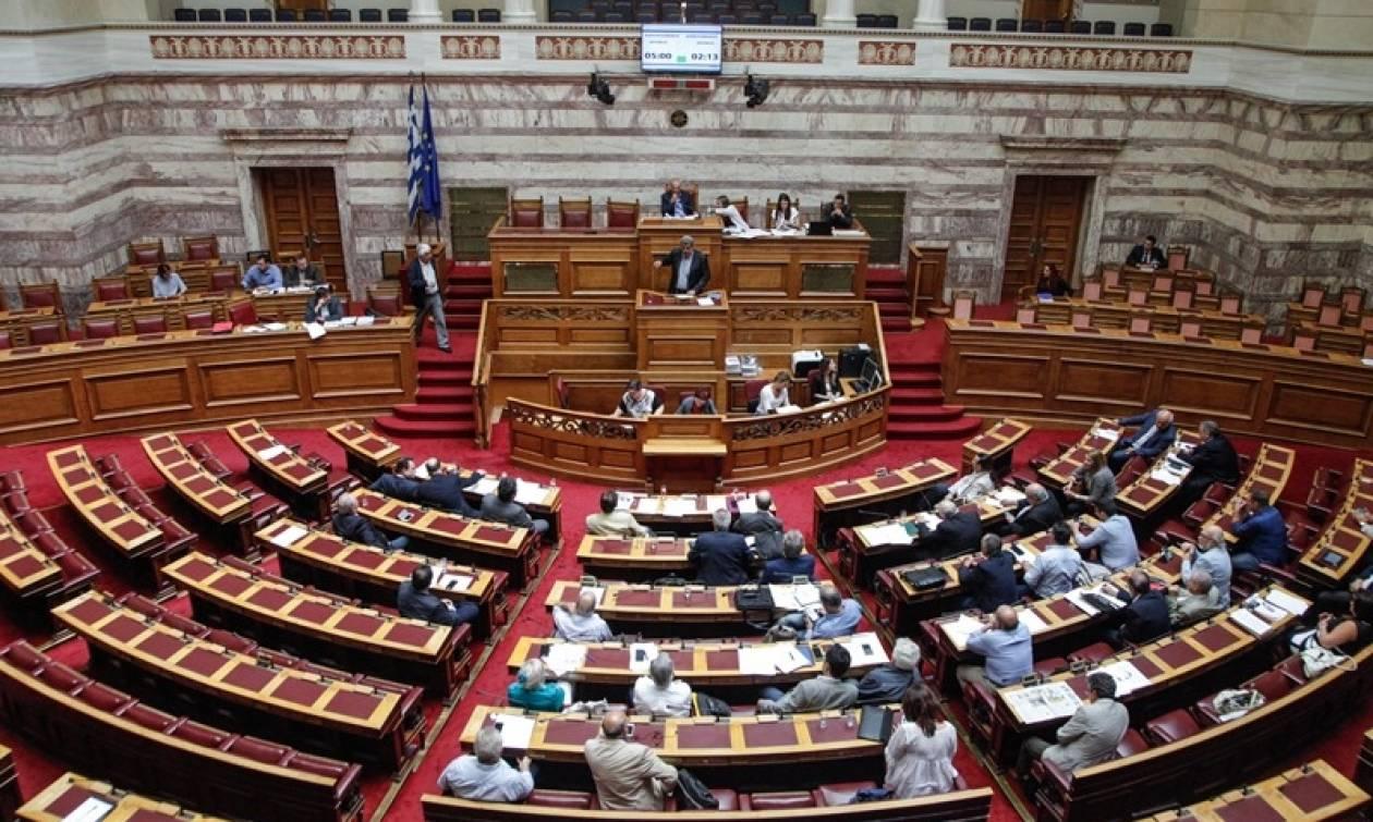 Βουλή: Σε υψηλούς τόνους η συζήτηση του νομοσχεδίου του υπουργείου Υγείας