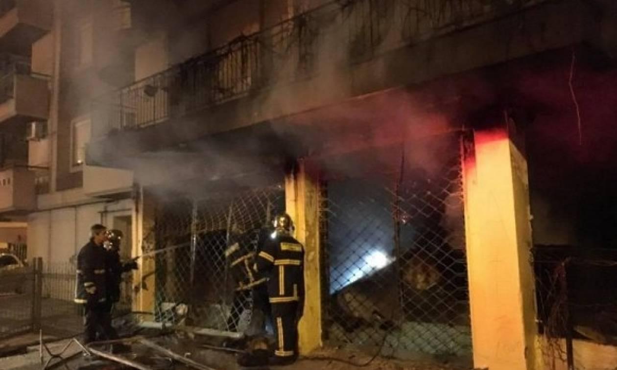 Συναγερμός! Άνδρας έβαλε φωτιά σε πολυκατοικία στη Θεσσαλονίκη (Pics)