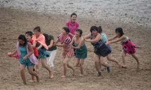Το σπάνιο βίντεο από beach party στη Βόρεια Κορέα που ο Κιμ Γιονγκ Ουν θέλει να δεις