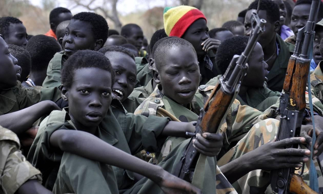 Εφιαλτικές στιγμές στο Κονγκό: Εγκληματίες πολέμου καταδιώκουν στρατό από παιδιά