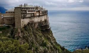 Βουλή: «Πέρασε» η τροπολογία για τις φοροαπαλλαγές στο Άγιο Όρος