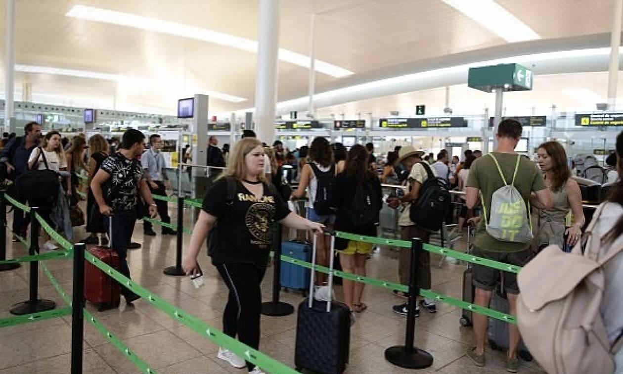 Ισπανία: Χάος σε αεροδρόμιο της Βαρκελώνης - Ταλαιπωρία για χιλιάδες επιβάτες