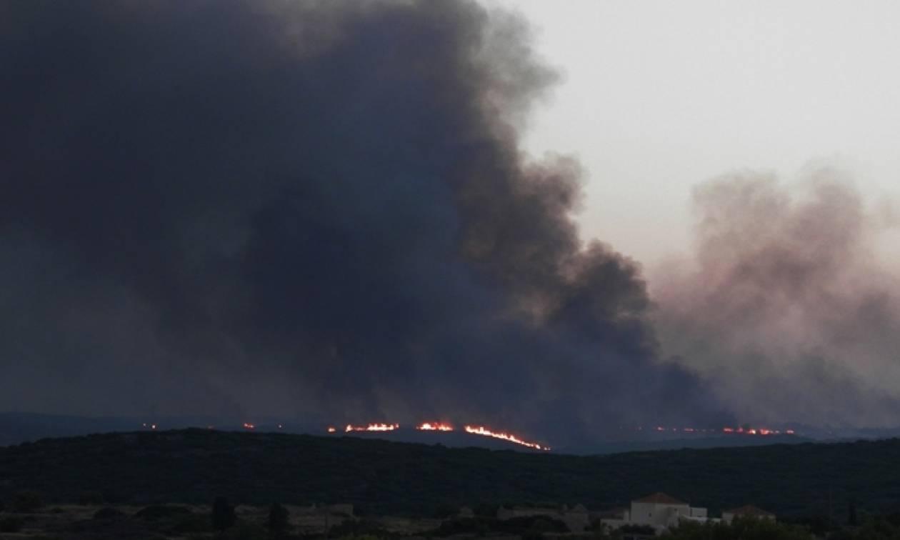 Κύθηρα: Για τρίτη ημέρα συνεχίζεται η μάχη με τις φλόγες – Σε κατάσταση έκτακτης ανάγκης το νησί