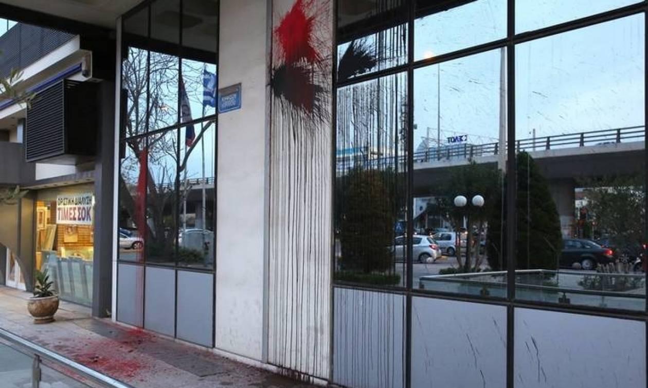 Επίθεση του Ρουβίκωνα με μπογιές στα γραφεία της Siemens