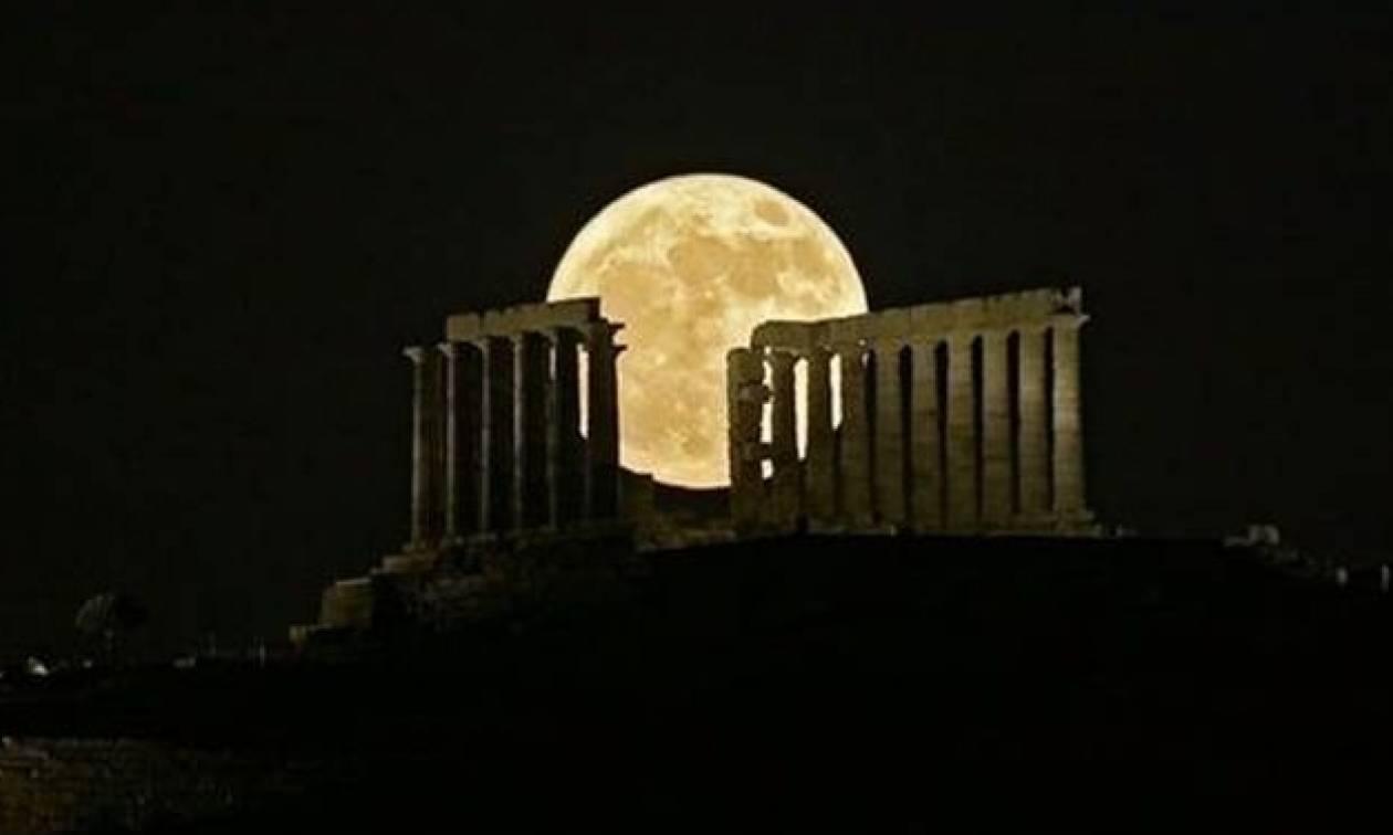 Πανσέληνος Αυγούστου και μερική έκλειψη Σελήνης απόψε: Πού θα τις απολαύσετε - Όλες οι εκδηλώσεις