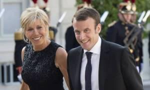 Σάλος για τα σχέδια Μακρόν να δώσει στη Μπριζίτ επίσημο ρόλο «Πρώτης Κυρίας»