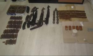 Θεσπρωτία: Ολόκληρο οπλοστάσιο βρήκαν αστυνομικοί μετά από καταδίωξη (pics)