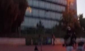 Βίντεο από την επίθεση με μπογιές του «Ρουβίκωνα» στα γραφεία της Siemens (vid)