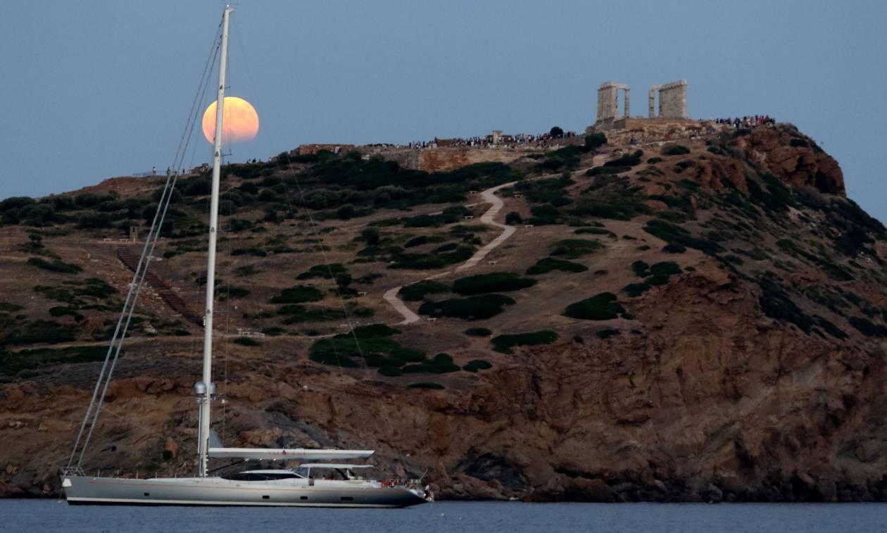 Μάτια μου η Ελλάδα την πάει τη φεγγαράδα – Μαγικές εικόνες από την πανσέληνο