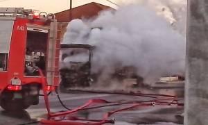 Θεσσαλονίκη: Στις φλόγες φορτηγάκι στον Εύοσμο