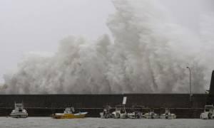 Ιαπωνία: Φονικός τυφώνας σαρώνει τη χώρα (pics)