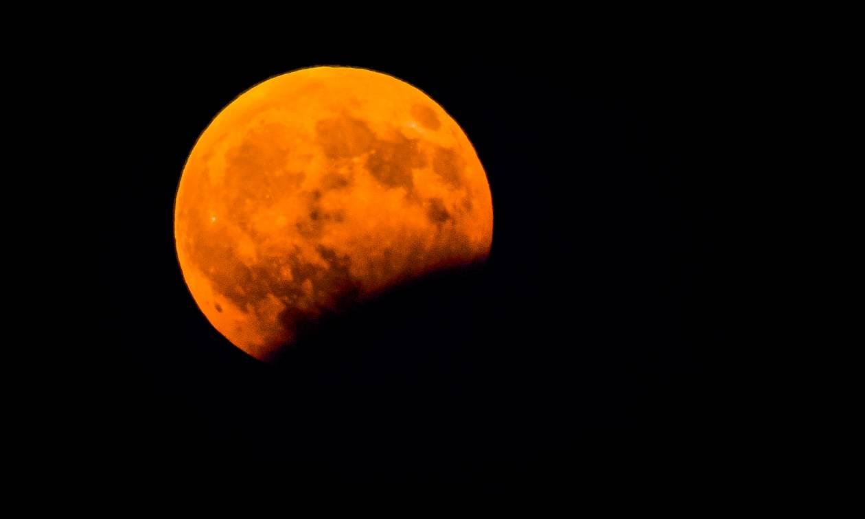 «Φεγγάρι, μάγια μου 'κανες...»: H αυγουστιάτικη πανσέληνος σε όλο της το μεγαλείο (pics)