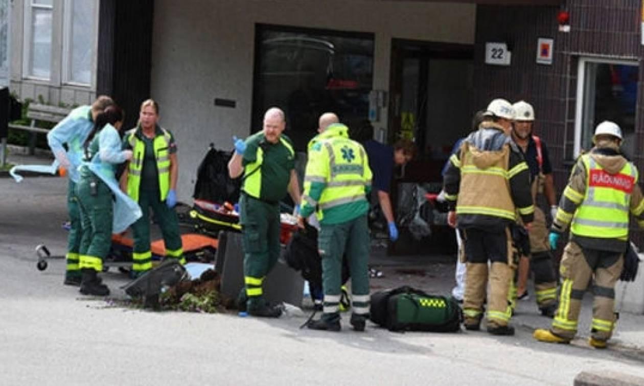 Στοκχόλμη: Αυτοκίνητο έπεσε πάνω σε πεζούς έξω από νοσοκομείο - Τουλάχιστον 4 τραυματίες (pics)