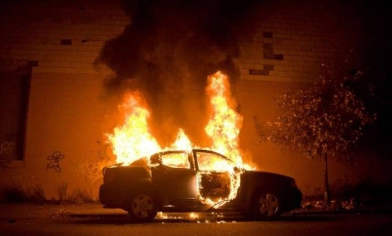 Ανησυχία με τον εμπρηστή των οχημάτων: Ανθρωποκυνηγητό για τον εντοπισμό του