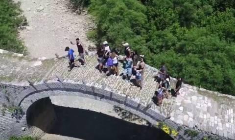 Μαθητές από τη Βούλα αλλάζουν τα δεδομένα στις σχολικές εκδρομές - Δείτε το εντυπωσιακό βίντεο