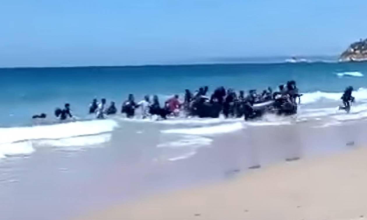 Σενάρια ότι η Ισπανία θα ξεπεράσει την Ελλάδα στις αφίξεις μεταναστών (vid)