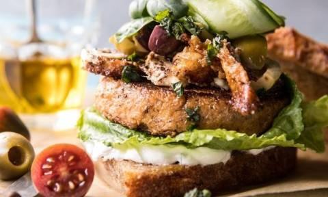 Αυτό το σάντουιτς δε θα θες να το μοιραστείς με ΚΑΝΕΝΑΝ!